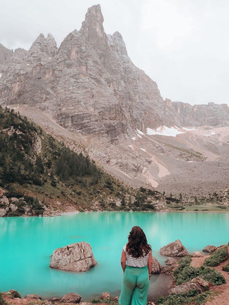 Lago di Sorapis, uno de los lagos imprescindibles en Las Dolomitas, Italia
