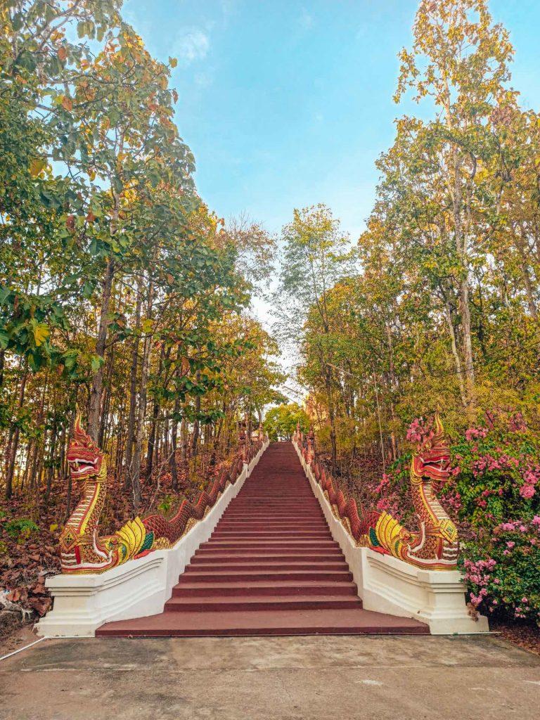 Escaleras al Golden Buddha de Mae Sariang (Mae Hon Son loop)