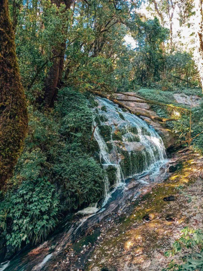 Kew Mae Pan en el Parque Nacional Doi Inthanon, Tailandia