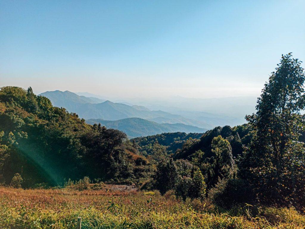Vistas desde las King & Queen Pagodas en el Parque Nacional Doi Inthanon, Tailandia