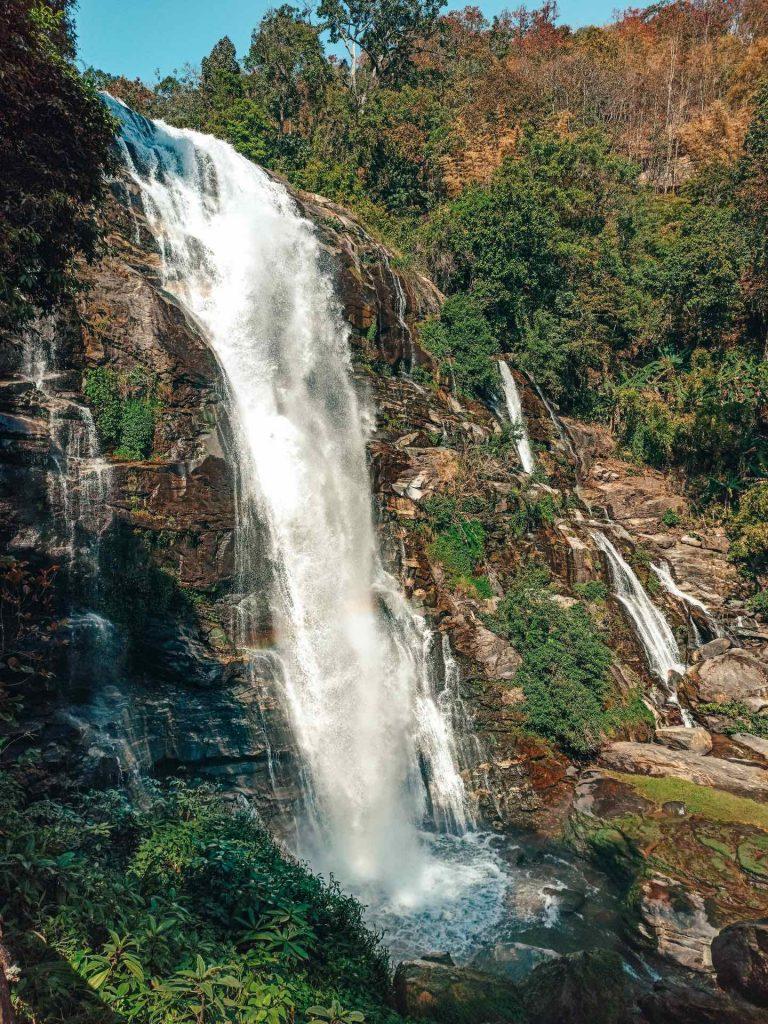 Wachirathan Falls en el Parque Nacional Doi Inthanon, Tailandia