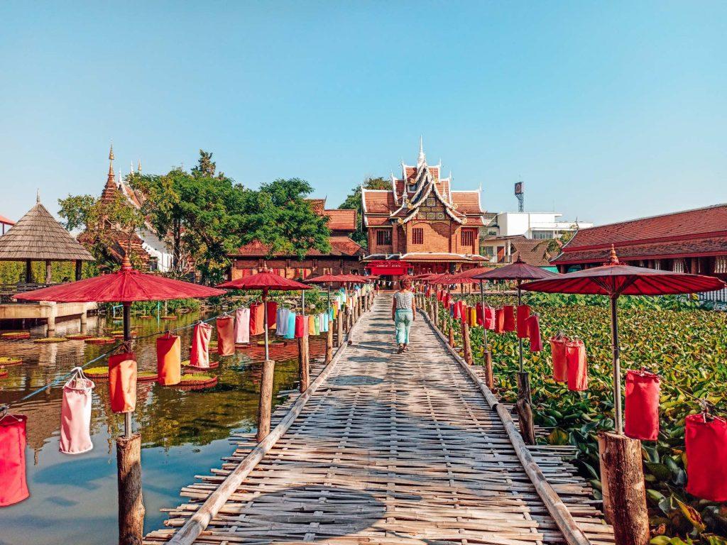 Wat Chet Lin, un templo con un jardín precioso que ver en Chiang Mai