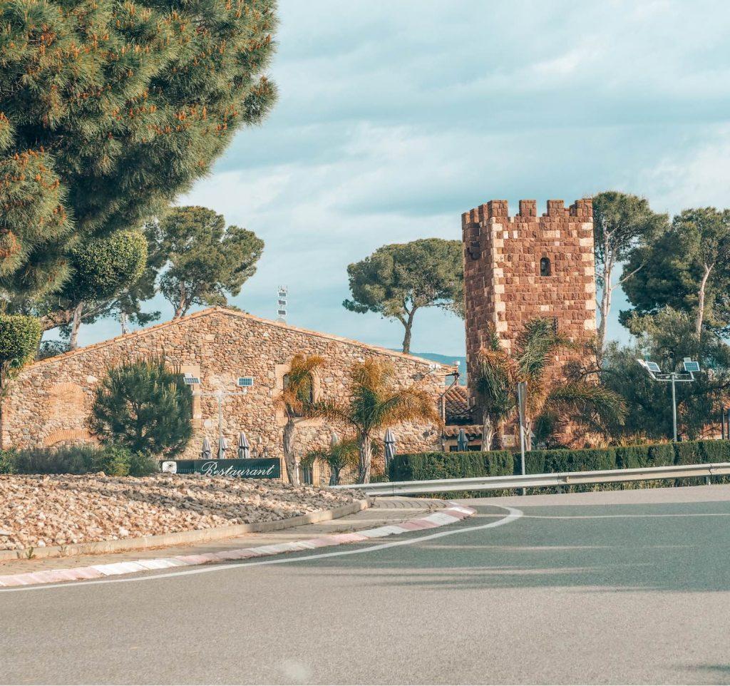 Vistas desde la carretera al Castillo Monasterio de Sant Miquel d'Escornalbou