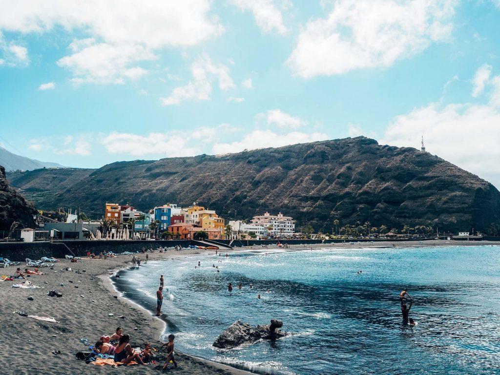 Playa de Tazacorte, la más popular de La Palma