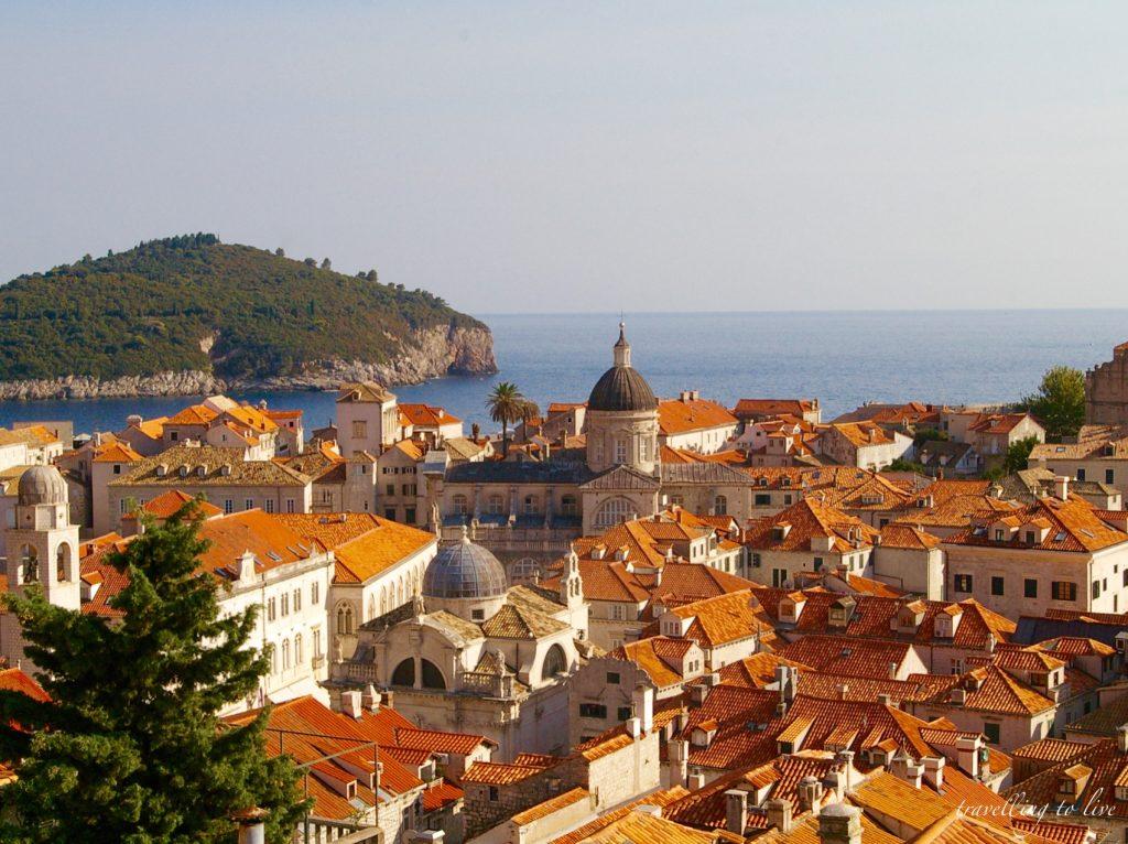 Vistas del casco antiguo de Dubrovnik desde las murallas