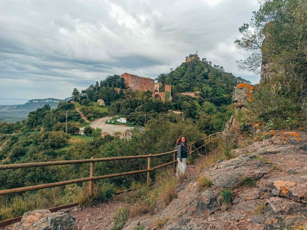 Vistas del Castillo Monasterio de Sant Miquel d'Escornalbou desde el Turó de Puigferrós